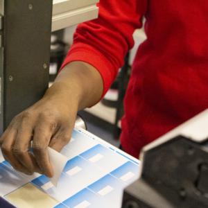 azienda amonn applicazione etichette stampa etichette bobina tipografia amonn print